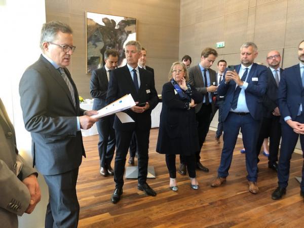 Le 16 Juin, le professeur Claris a remis son rapport de recommandations sur la gouvernance de l'hôpital à Olivier Véran